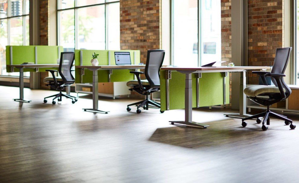 KI Furniture height adjustable screen